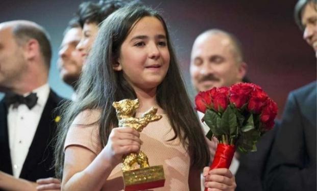Hana Saeidi riceve l'Orso d'oro