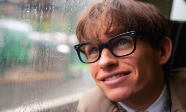 "Eddie Redmayne interpreta Stephen Hawking in ""La teoria del tutto"""