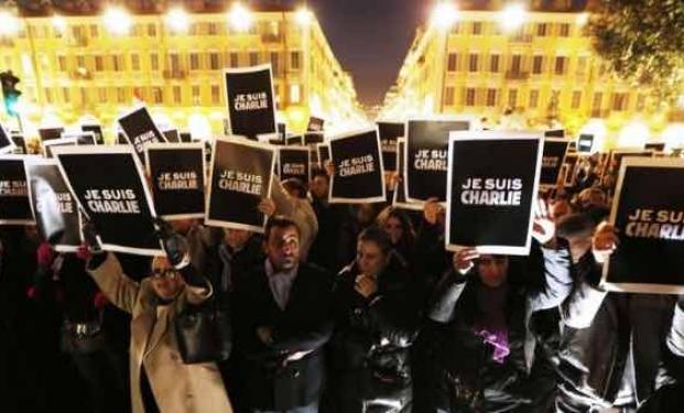 Manifestazione popolare a sostegno di Charlie Hebdo