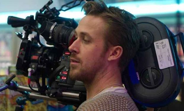 Ryan Gosling mentre dirige Lost River