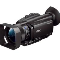 Sony FDR-AX700 con cappuccio oculare