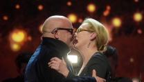 Gianfranco Rosi vince l'Orso d'oro e bacia Meryl Streep
