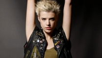 Agyness Deyn in Sunset Song