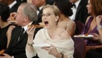 Meryl Streep si mangia una pizza agli ultimi Oscar