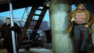 """Kirk Douglas in una scena di """"Ventimila leghe sotto i mari"""""""