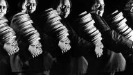 Henri Langlois trasporta alcune bobine di film
