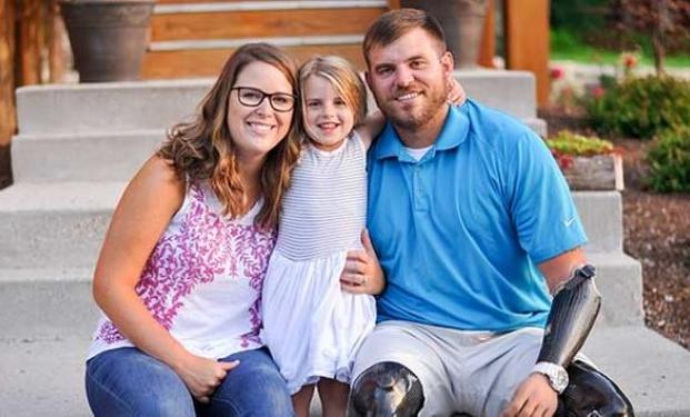 Travis Mills e famiglia