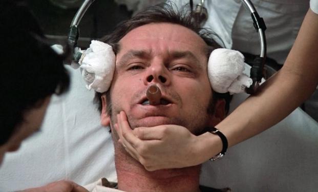 """Jack Nicholson e l'elettroshock in """"Qualcuno volò sul nido del cuculo"""""""