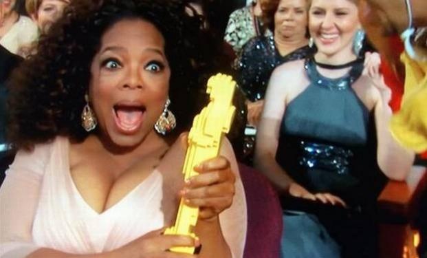 Oprah Winfrey col suo finto Oscar di Lego