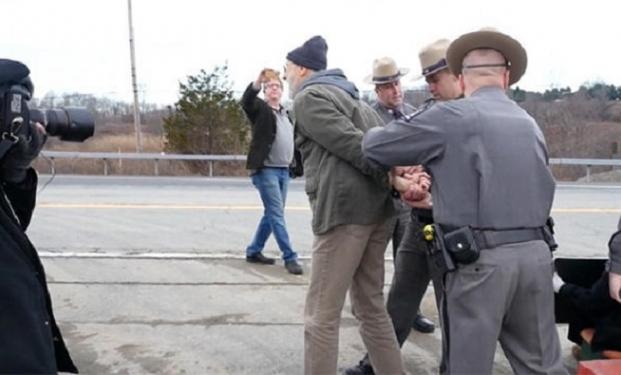 James Cromwell nel momento in cui è stato arrestato